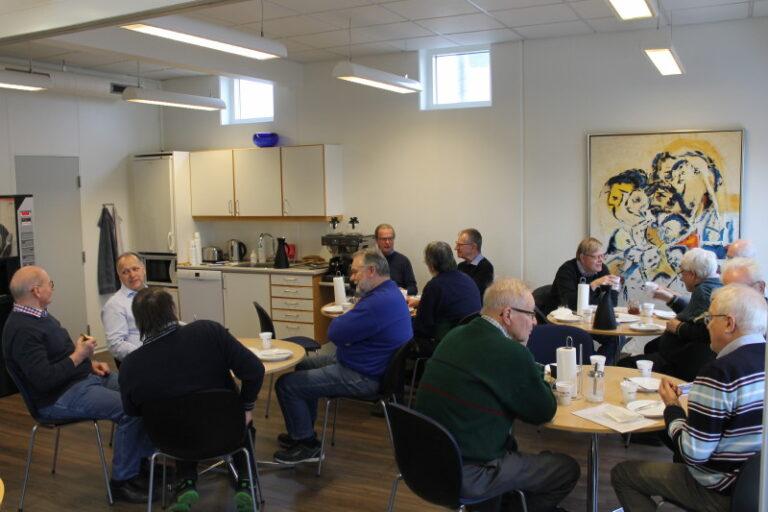 Vi blev modtaget med kaffe og rundstykker i Ditobus velindrettede lokaler. Foto: Lars Ersgaard.