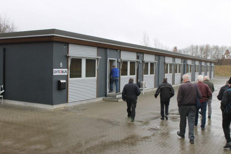 Derefter fik en rundvisning i kontorfløjen, der rummer kontorer for gruppens mange forretningsområder. Foto: Lars Ersgaard.