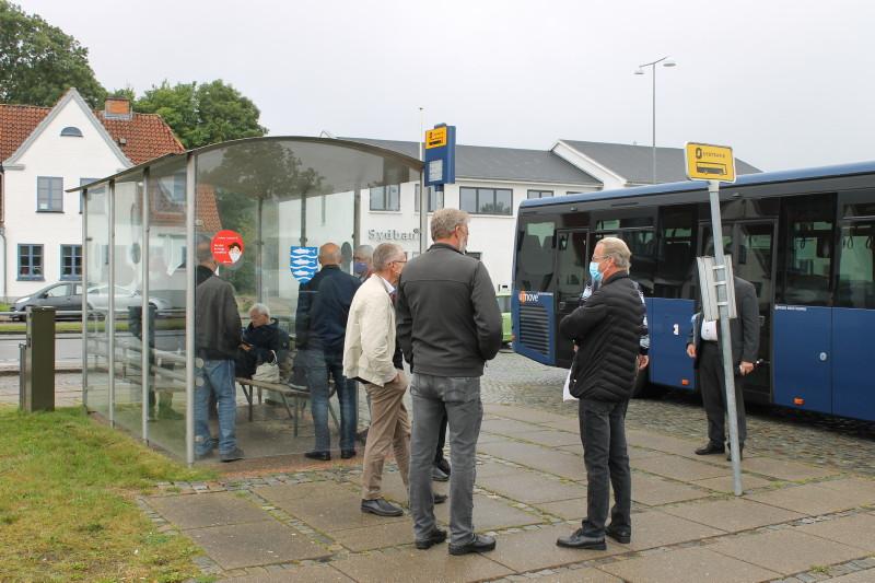 Mødestedet var Kruså rtb. for vidererejse til Flensburg ZOB med Sydbus' linje 110, så Bela Bergemann undervejs kunne fortælle om bl.a. Aktiv Bus' garage i den gamle sporvognsremise i Apenrader Str. Foto: Lars Ersgaard.