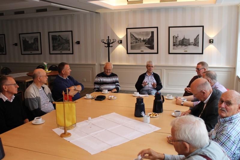 Bela holdt et interessant foredrag om Flensburgs og Grænselandets historie og kollektive trafik i dette lokale på Restaurant Borgerforeningen. Foto: Lars Ersgaard.