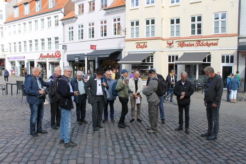 Vi var også nede på Südermarkt, hvor vi fik fortalt om udfordringerne ved at trafikbetjene de her beliggende vigtige stoppesteder. Foto: Lars Ersgaard.