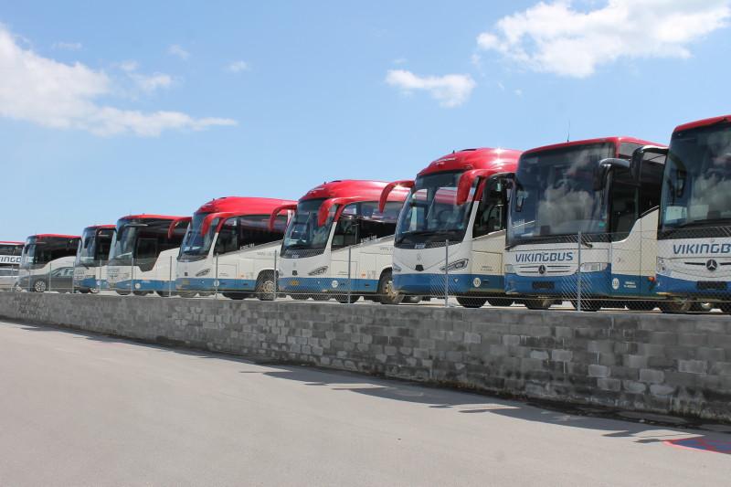 Man har opbygget en ny busparkeringsplads beliggende over terrænhøjde, der endvidere rummer opsamling og oplagring af regnvand til busvask.