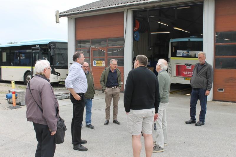 Niels Mortensen fortalte om busanlægget og værkstedet, der nu mere betjener de forskellige udkørselssteder frem for at huse busser.