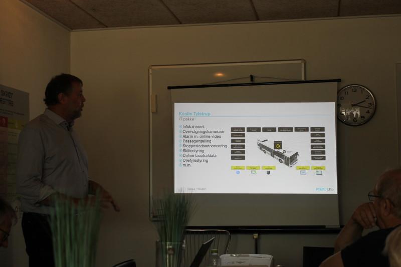 Niels Mortensen fortalte interessant om Keolis' virke i Nordjylland, bl.a. om firmaets IT-pakke der gør busserne til et stort kørende computernetværk.