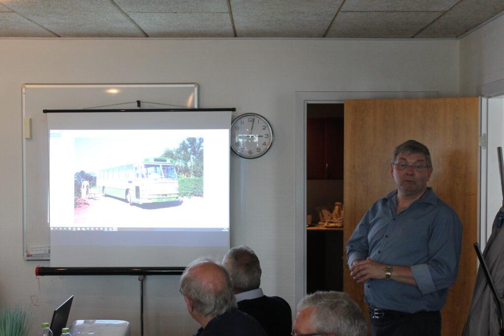 Hertil Bjarne Svendsen tog et neddyk i Nordjyllands spændende busfarver før kontraktfarvernes ensretning.