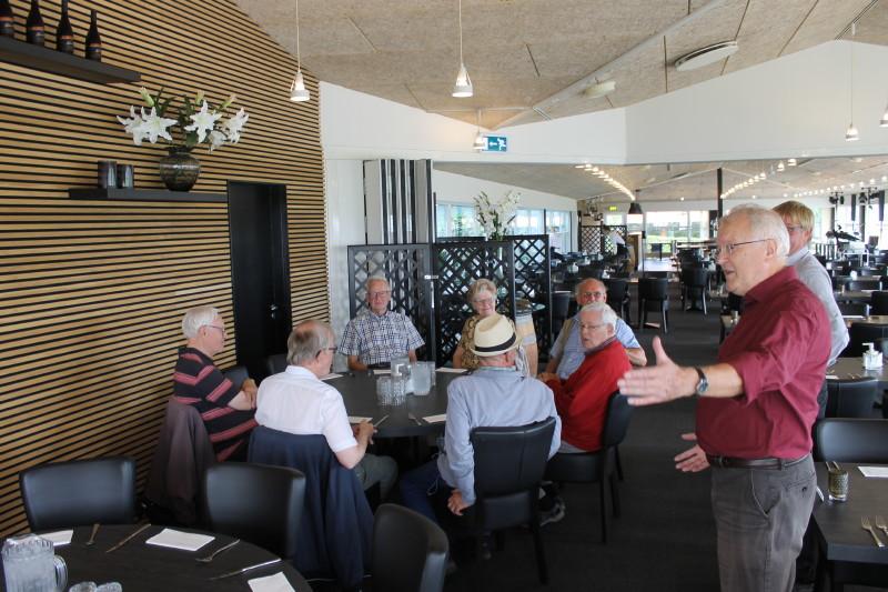 På Ærø Hotel fik vi frokost. Her bød vor formand Tony Werling velkommen.