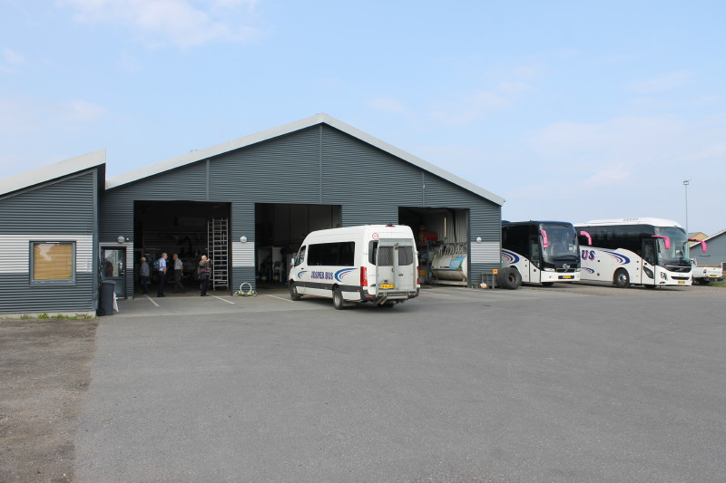 Derefter beså vi vognmandens store garageanlæg i Marstal.