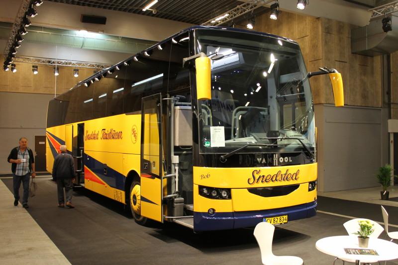 Fra at have været populær i Danmark i 1970-erne og 1980-erne er Van Hool nu igen på det danske marked. Til Snedsted Turistbusser har man leveret denne Van Hool EX17H.