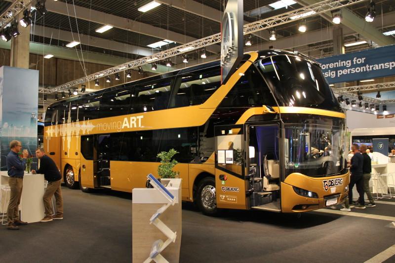 MAN har leveret denne Neoplan Skyliner til Todbjerg Busser, der har valgt at beholde dens flotte guldbronce farve, frem for at få den malet i firmafarver.