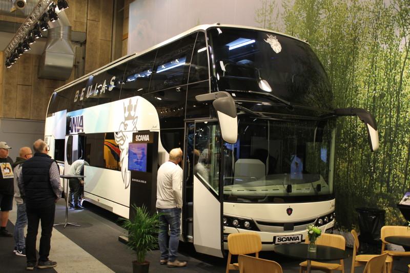 Scania kan nu tilbyde denne smukke todækkerbus, idet man er begyndt at markedsføre den spanskbyggede Beulas Jewel.